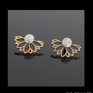 Jewelry - Stunning gold tone lotus earrings